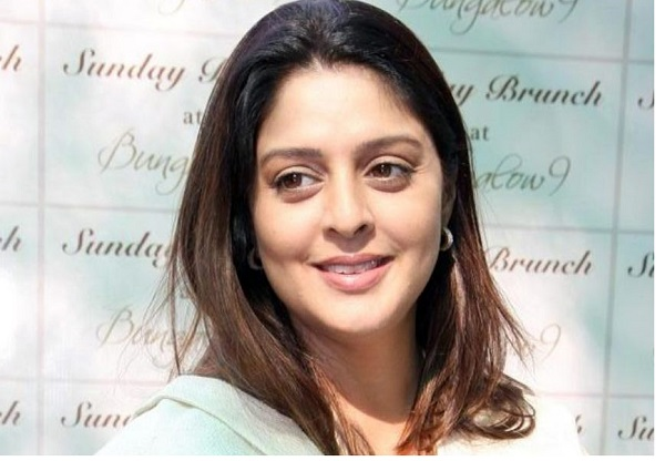 nagma-grace-sunday-brunch-at-bungalow-9-in-mumbai